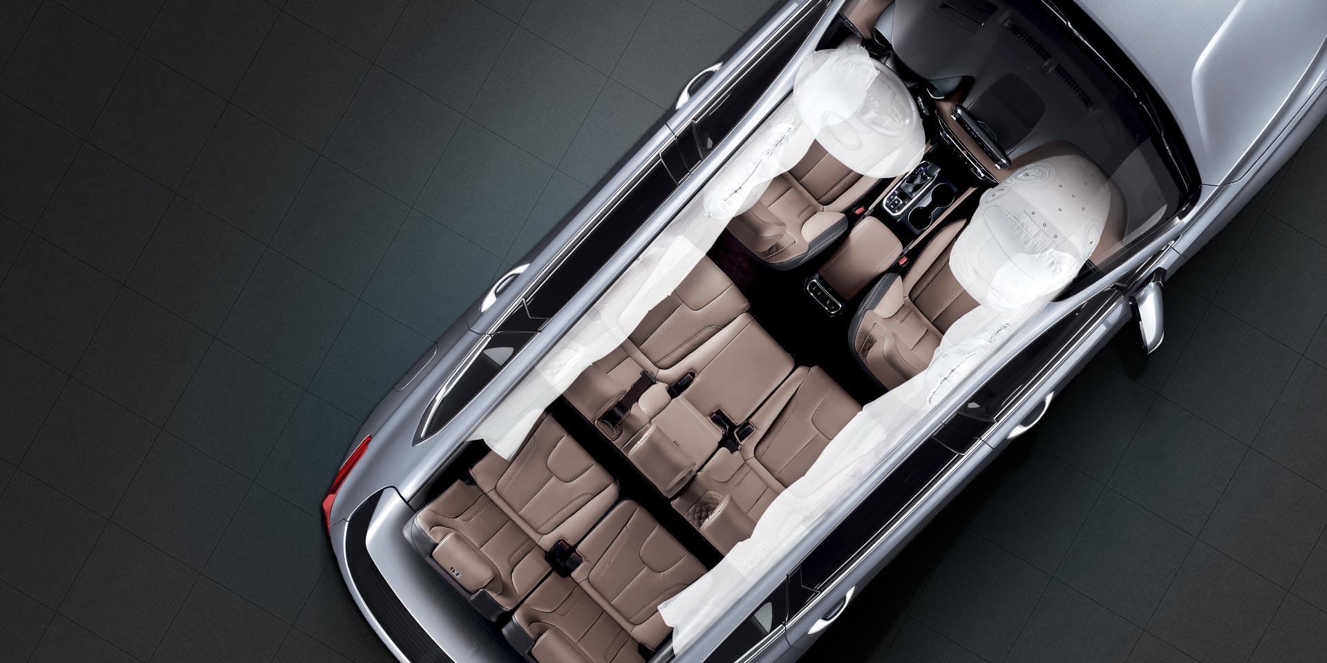 Šest zračnih jastuka: dva prednja zračna jastuk, dva bočna zračna jastuka i dvije zračne zavjese od prvog do drugog reda sjedala koja štiti i vozača i putnike.